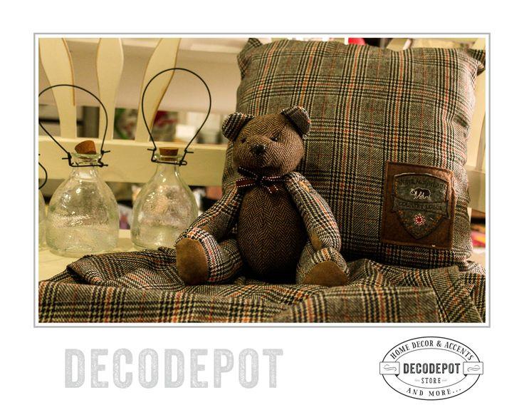 Ursuleţ căptuşit în culori închise şi carouri. DecoDepot. Braşov. Teddybear. Stripes. Dark colors. Gift. Collection. Romania.