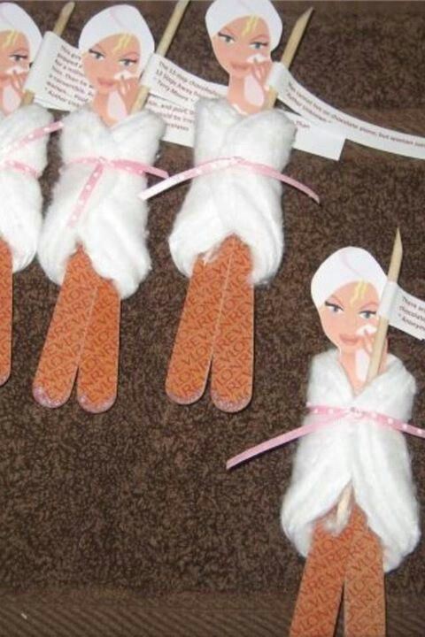 Spa party favor ideas  #Spa #Party #favors TOO CUTE!!! Emery boards, cuticle pusher, cotton swabs.