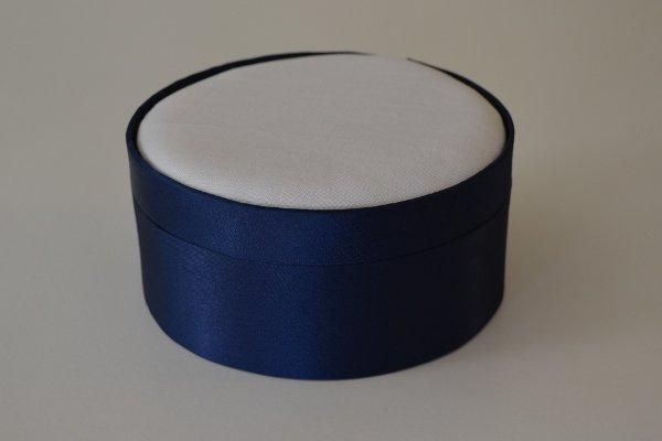 SBLrnd.16 - Large Round - Navy - Satin covered and lined boxes make it so easy for you to create a special gift or precious keepsake. Embellish your fabric as you desire, cover the removable, padded lid with your worked fabric and replace into the box lid. The box measures 13cm in diameter.