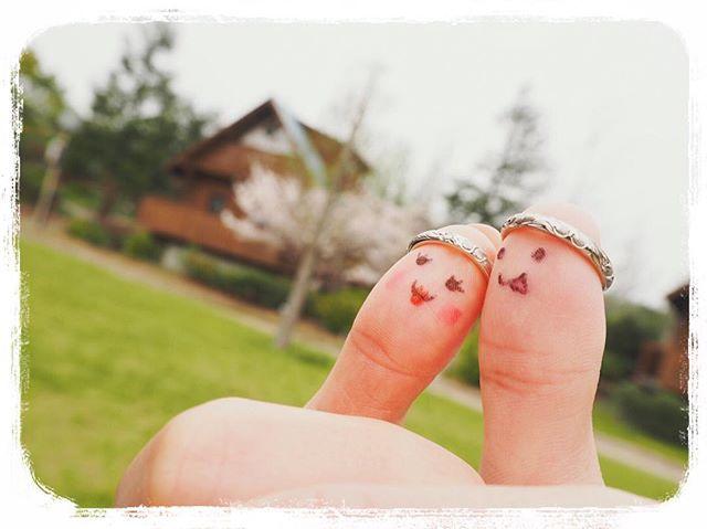 絶対に撮りたかった親指フォト❤️ 意外とこれ撮るのが一番難しかったー(^^;; バックにログハウスが入ってていい感じに撮れました〜( ´ ▽ ` )ノ 将来のマイホームはこんな家に住みたい  やっぱマクロレンズ欲しいな〜 #親指フォト #ウェディング #wedding #プレ花嫁  #ハワイウェディング #hawaiiwedding #ハワイ挙式 #ナチュラルウェディング #花嫁 #hawaii #ガーデンウェディング #gardenwedding #リゾ婚 #結婚式準備 #ナチュラル #green #ブライダル #love #カハラウェディング #日本中のプレ花嫁さんと繋がりたい #marryxoxo #2016wedding #おしゃれ花嫁 #ホノルル #honolulu #セルフ前撮り #セルフフォト #マリッジリング #ハワイアンジュエリー