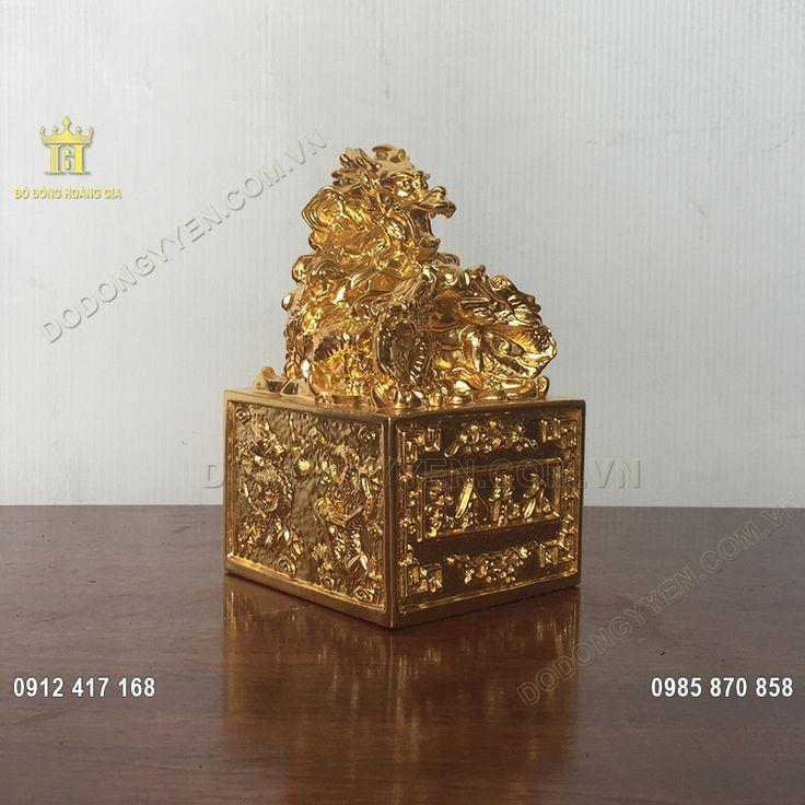 Ấn Rồng phong thủy đúc bằng đồng nguyên khối, dát vàng ta, vàng quỳ 9999 rất đẹp và đẳng cấp, là biểu tượng của vương quyền, là vật phẩm phong thủy thăng tiến trong công danh, sự nghiệp
