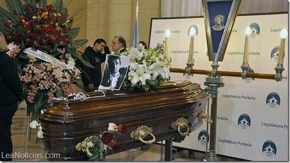 Decretan dos días de duelo en Argentina por la muerte de Gustavo Cerati (Fotos) - http://www.leanoticias.com/2014/09/05/decretan-dos-dias-de-duelo-en-argentina-por-la-muerte-de-gustavo-cerati-fotos/
