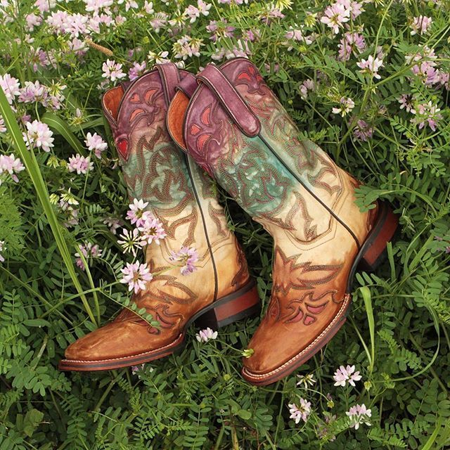 Ride off into the sunset in these Dan Post heart ombre cowgirl boots