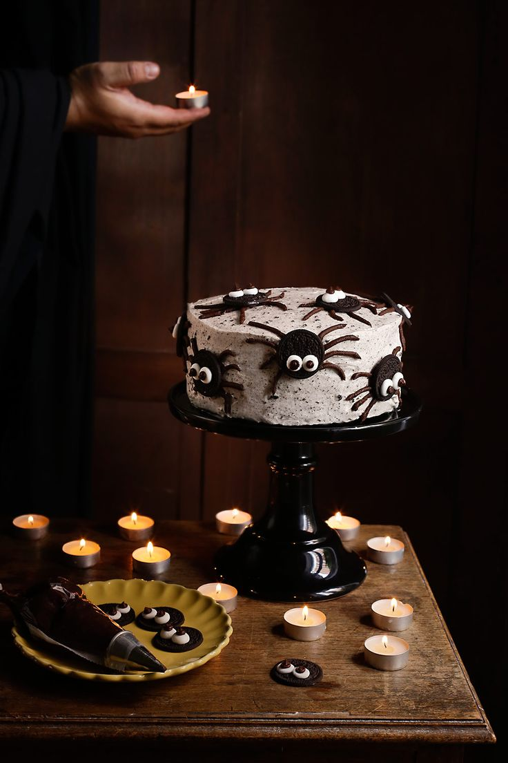 Cómo hacer una tarta de arañas Oreo para Halloween. Fotos del paso a paso y consejos útiles para su elaboración.
