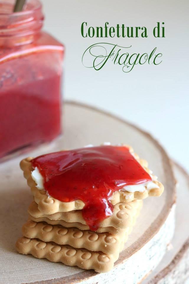 La confettura di fragole è la preferita dai bambini sia per il colore che per il sapore, perfetta per la colazione per iniziare la giornata con dolcezza.
