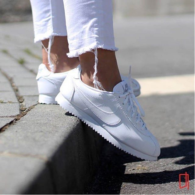 I can't wait for my pair to get here on Friday!!!!  Sneakers femme - Nike Cortez triple white (©porta188)