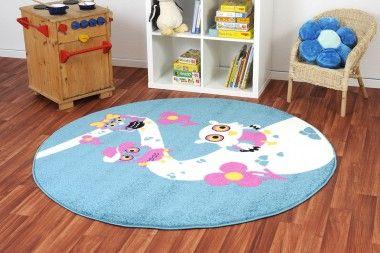 Der runde Kinderteppich Eule Wandertag entstammt der beliebten Happy Friends Kollektion.