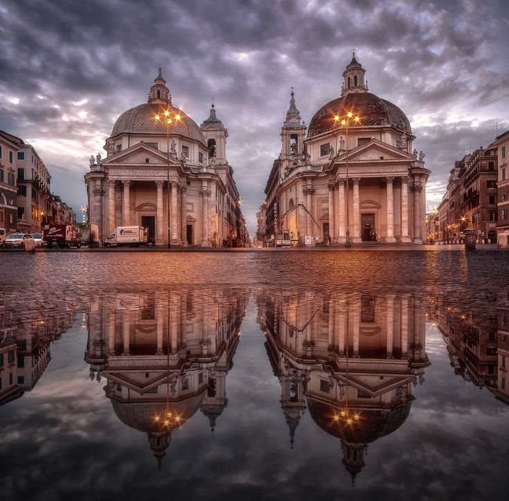イタリア ローマ ポポロ広場にある17世紀に建設された双子教会
