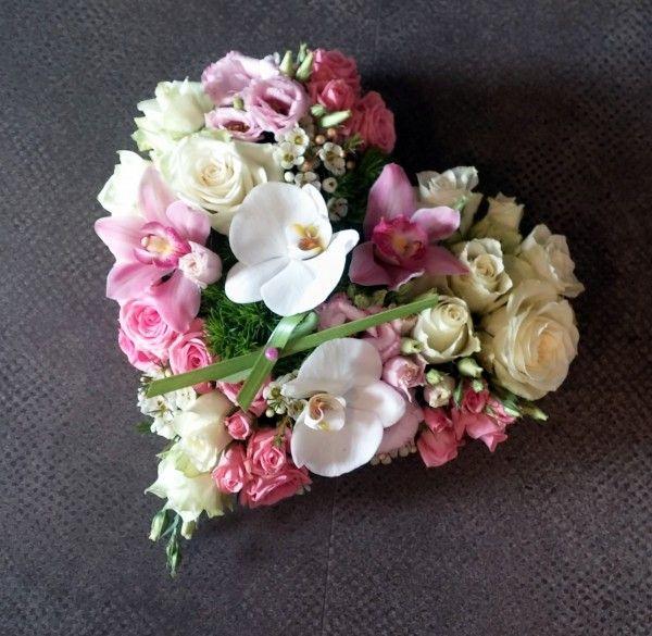 Les 25 meilleures id es de la cat gorie fleurs deuil sur - Pompon en laine forme coeur ...