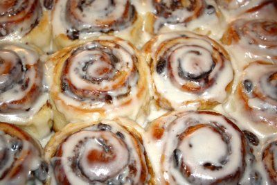 Recipe for Cinnamon Rolls – Two Peas & Their Pod