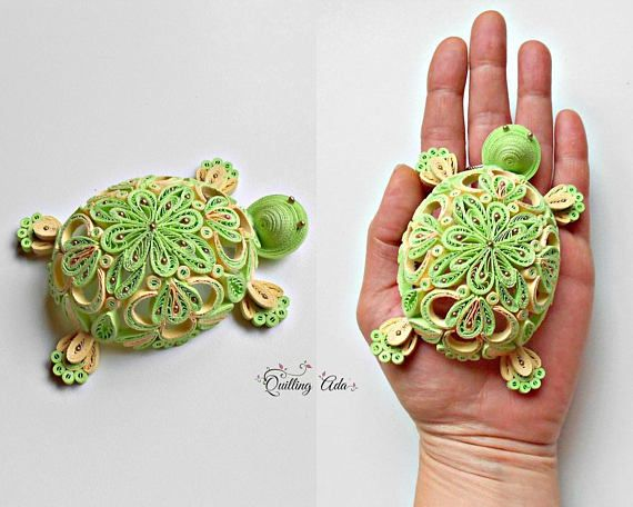 ~Original design~ This decoration is my own creation, made with the quilling technique, using paper stripes 3 mm wide. Dimension turtle approx: 11x7x3.5cm (Lxlxh) Colors: green apple, straw yellow *It can be done in other 2 colors, just send me a convo with your favourite colors*.