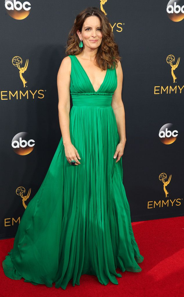 2016 Emmys: Tina Fey is wearing a green Oscar de la Renta pleated gown. The color is fantastic! I like the matching green earrings.