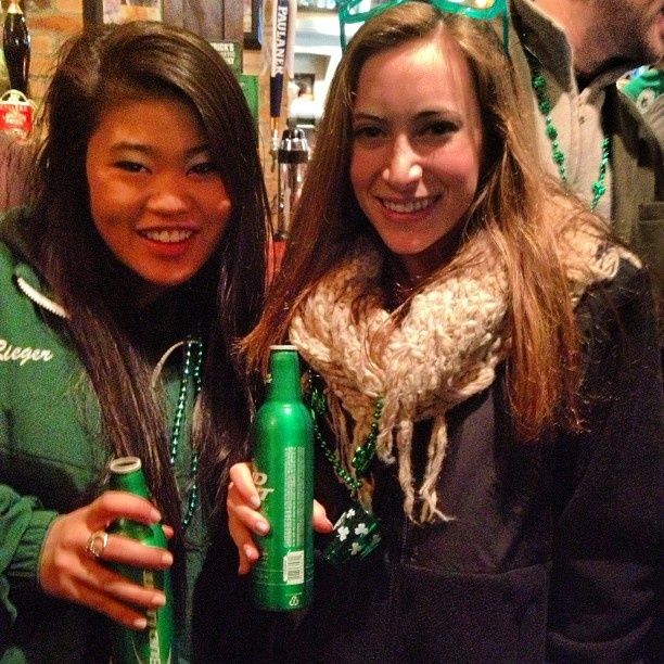 Photo by t_riegerr - St party's day| #stpattysday #parade #bar #budlight @nbyun
