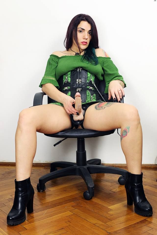 Strapon Queen Fetish http://imlive.com/vip/782800
