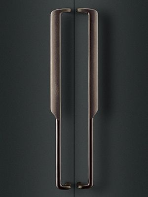 exquisitely detailed pull handles || 製品画像