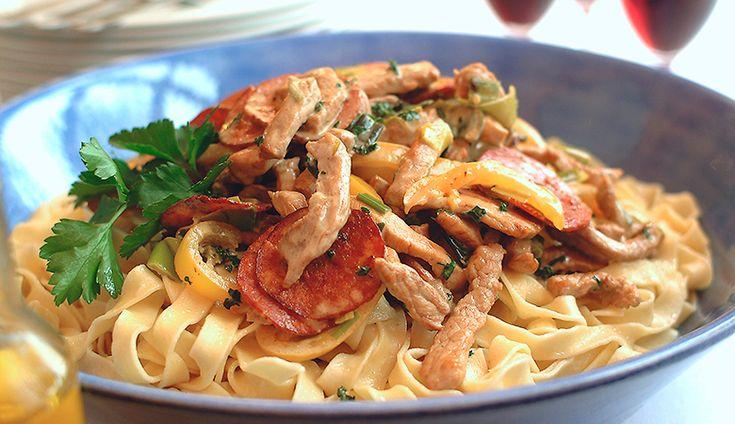 Kremet-pasta-med-svine-strimler-og-pepperoni