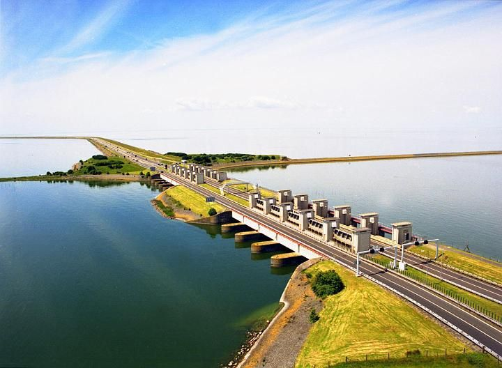 Enclosure Dam / Afsluitdijk : Running from Den Oever on Wieringen in North Holland province, to the village of Zurich (in the municipality of Súdwest-Fryslân) in Friesland province, over a length of 32 kilometres and a width of 90 m. The Netherlands