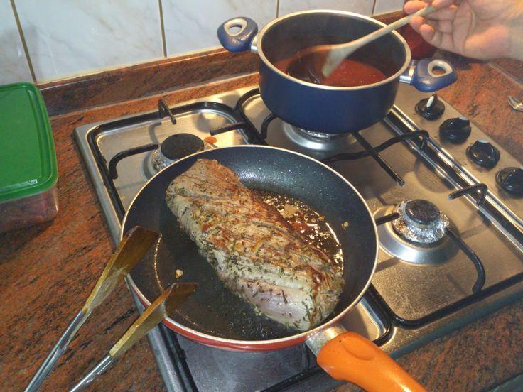 Lokum Pilavı: Akşam Yemeği Menüsü - Barbekü ve Satay sos ile Fırında Bonfile Tarifleri Fırın Bonfile Bonfile eti marine etmeden tuz ve karabiber ile her yerini ovuyoruz . Sonrasında zeytinyağı, biberiye, kekik, sarımsak ve 1 domates rendesi ile bir gece boyunca marine olması için bekletiyoruz. Bonfileyi suyunu salmaması için yüksek ateşte mühürleme işlemi yapılıyor. Marine ederken kullanmış olduğunuz yağ ile mühürlemek daha iyi ve etin oda sıcaklığında olması lazım. Tavayı yüksek ateşte…