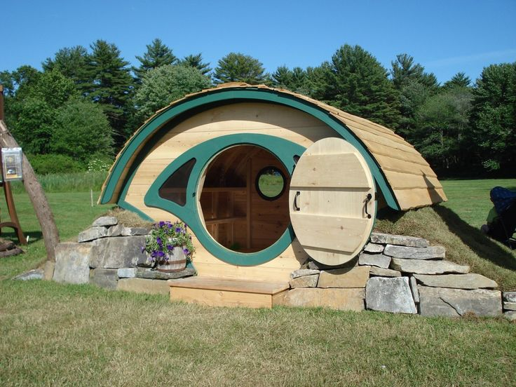 who wouldn't want one?: Hole Playhouses, Hobbit Hole, Hole Chicken, Chicken Coops, Woodshir Hobbit, Hobbit Houses, Hole Plays, Plays Houses, Play Houses