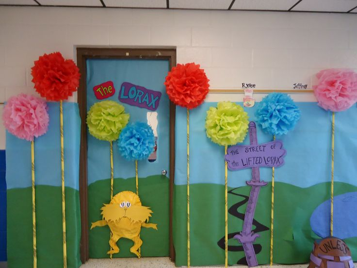 dr. suess door decorations | That would be me modeling my Thing hat...