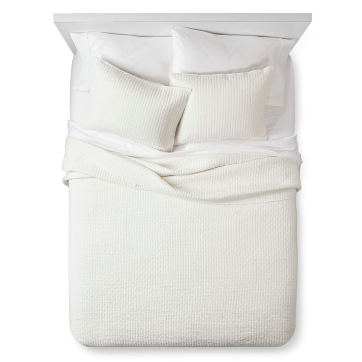 The Industrial Shop Solid Quilt Set keeps it simple. A solid color quilt comes with 2 matching pillow shams. The entire bedding set is 100% cotton that feels great against the skin, and the only embellishment on this minimalist bedding set is the quilt stitching itself, which creates subtle, delicate texture.