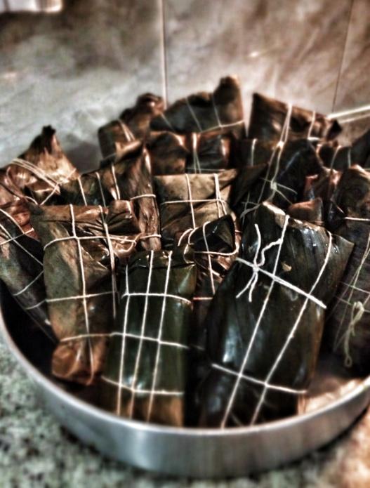 La hallaca es un plato envuelto típico de las navidades en Venezuela. Consiste en un pastel hecho con masa de maíz sazonada con caldo de gallina y coloreada con onoto o achiote, relleno con un guiso de carne de res, cerdo y gallina o pollo.