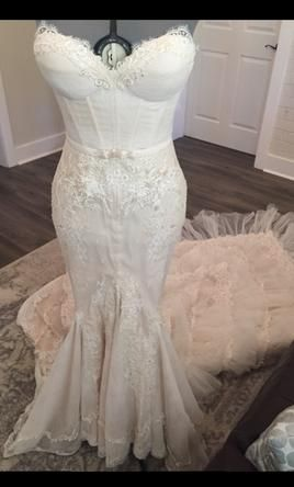 Inbal Dror BR 13-23 8: buy this dress for a fraction of the salon price on PreOwnedWeddingDresses.com