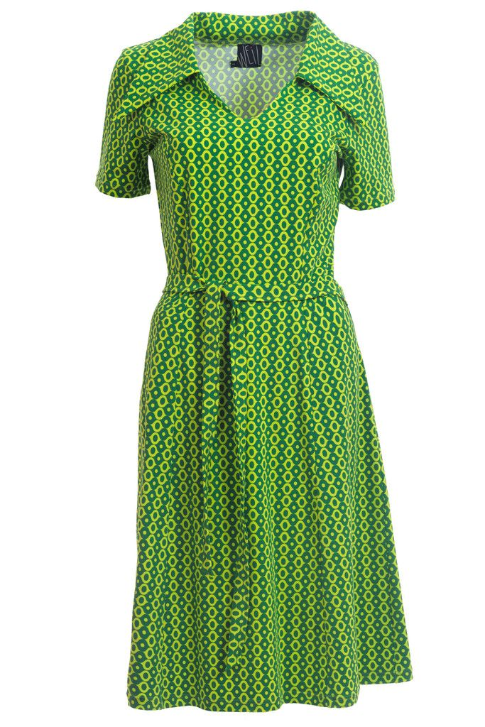 Pretty Katinka dress in gorgeous green retro print. Has a perfect fit!