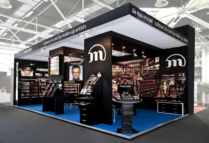 [NL] De kleurrijke stand van Make-up Studio tijdens de Cosmoprof Bologna (Italië). Gepresenteerd werden o.a. het winkel concept, de 2 meter wand, het midi mix & match meubel de 1 meter en ½ meter experience display plus de diverse trend displays. [EN] The colourful Make-up Studio pavillon at Cosmoprof Bologna (Italy). New initiatives such as the brand store concept, a 2 meter wall, medium mix & match element, 1 meter display and 1/2 meter display and various trend displays were presented.