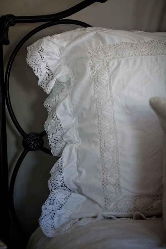 Using Vintage Pillow Shams #vintage #Frenchdecor  www.cedarhillfarmhouse.com