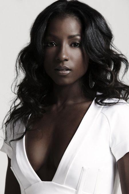 image Dark skinned beauty tries anal