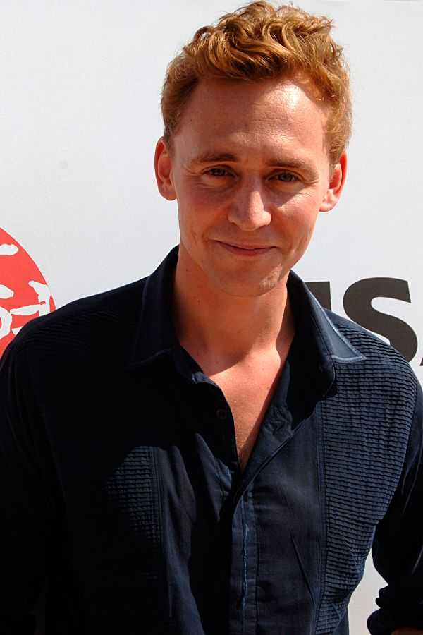 Tom Hiddleston attends a Audience Meet and Greet 'European Film Promotion (EFP)' at the Haeundae beach during the 15th Pusan International Film Festival (PIFF) on October 10, 2010 in Busan, South Korea. Source: Torrilla. Click here for full resolution: http://ww4.sinaimg.cn/large/6e14d388gw1f8nhjqfds0j236g274b2a.jpg