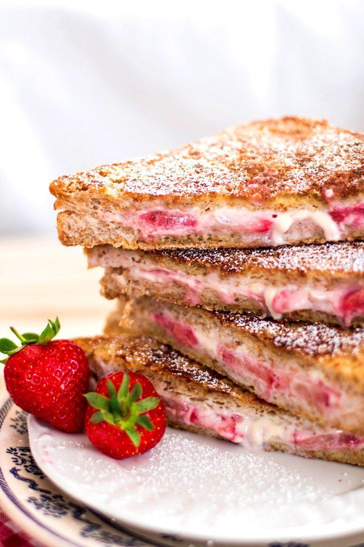 Skinny Crunchy Stuffed French Toast #healthy #frenchtoast #breakfast