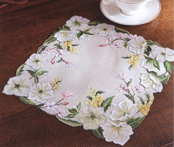 Victoria - Handmade Creations : Κεντημένο μικρό καρέ γεμάτο όμορφα λουλούδια