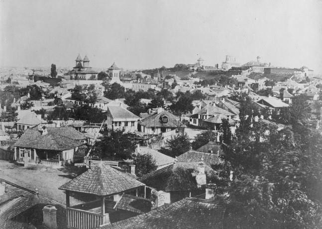 Bucureşti Mahalaua Antim, 1856 În dreapta sus, Dealul Mitropoliei. În stânga, Mânăstirea Antim foto: Ludwig Angerer