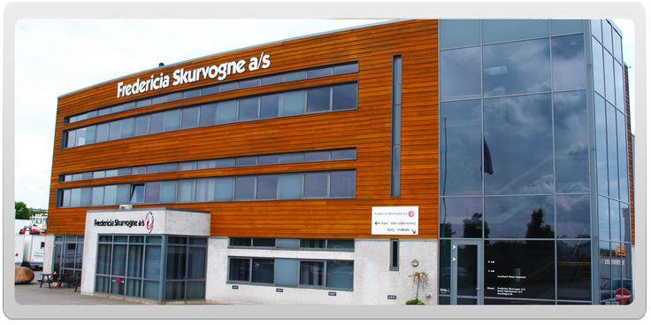 Fredericia Skurvogne a/s blev stiftet i 1961. Vi leverer alle typer af skurvogne til byggebranchen. Ligeledes har vi stor erfaring med at levere pavilloner til kontorer, institutioner, undervisning og genhusning. Den brede erfaring og ekspertise, vi har opnået gennem mere end 50 år, gør os i stand til at levere netop den standard- eller specialløsning, du har brug for.  Virksomheden har hovedkontor i Taulov ved Fredericia og afdelinger i hhv. Hedehusene, Sjælland samt Hjallerup, Nordjylland.