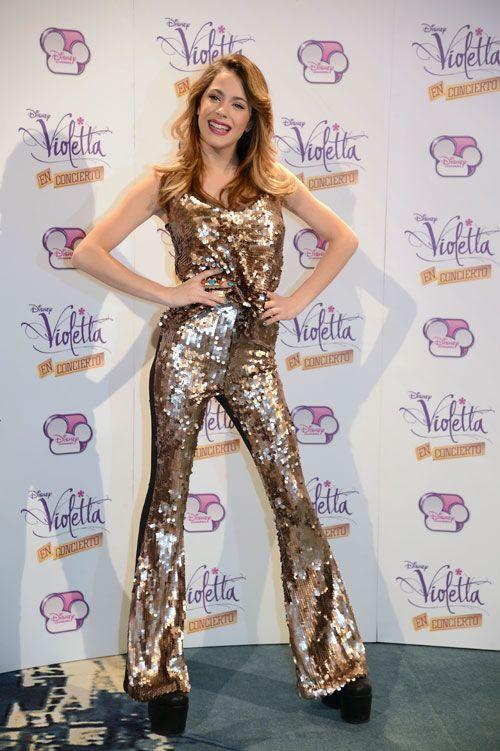 El fenómeno 'Violetta' llega a España con su gira. Martina Stoessel, de 16 años, es la nueva estrella musical adolescente gracias a esta serie...