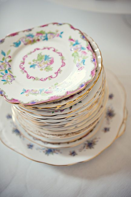 vintage plate prettiness...: Vintage Plates, Pretty Plates, London Wedding, Cakes Tables, Cakes Plates, Pretty Things, Vintage Cakes, Antiques Dishes, Antiques Plates