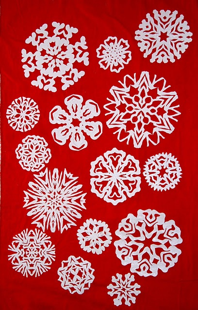 Tutorial on making snowflakes: Holidays Idea, Christmas Holidays, Diy'S Snowflakes, White Christmas, Simply Living, Christmas Idea, Snowflakes Tutorials, Decoration Diy'S, Christmas Party