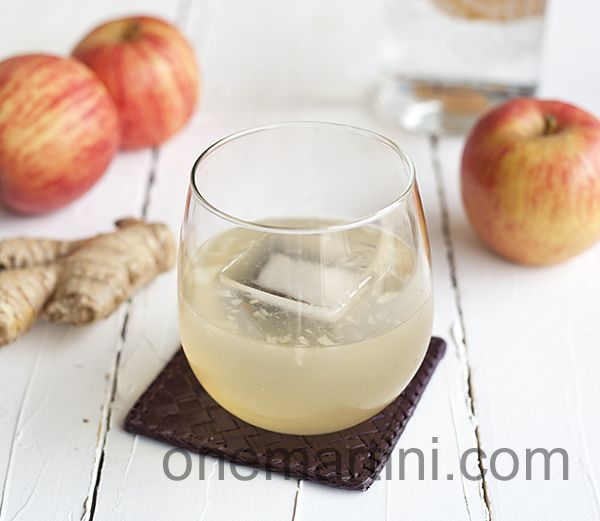 Perfect for the start of the fall season... Apple Ginger Cocktail {with Absolut Orient Apple vodka}