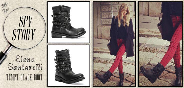#ElenaSantarelli passeggia indossando gli #anfibi neri borchiati Tempt Black Boot di #Ash, un vero fashion #diktat!