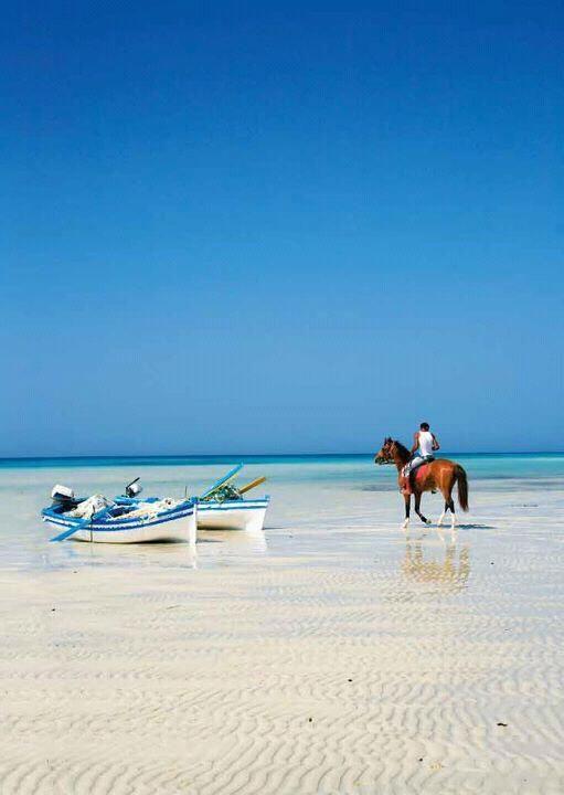 Na www.tunezja.com.pl znajdziesz aktualne oferty wyjazdów, a także  zarezerwujesz · Tunisia HammametTunisia SousseBeach ...