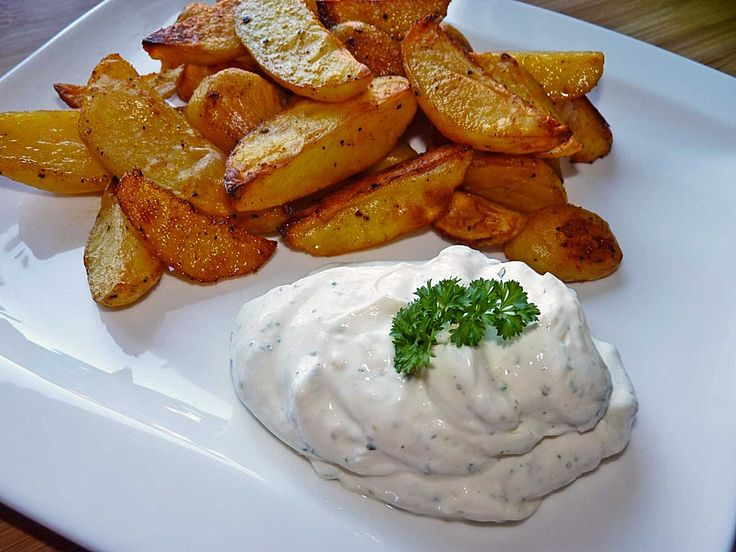 Country-Potatoes oder würzige Kartoffelspalten aus dem Ofen