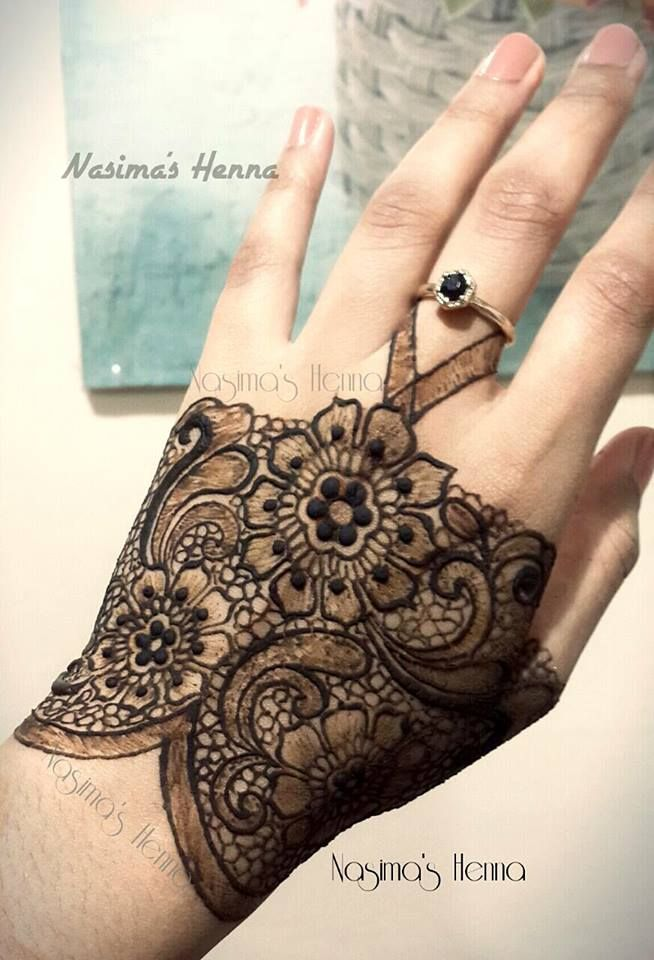 "Gorgeous ""lace"" henna!  https://www.facebook.com/HennabyNasima/photos/a.656080057814099.1073741827.367408646681243/723020214453416/?type=1"