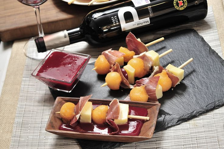 Brochetas de melón con jamón, queso y uvas | Cocina y Comparte | Recetas de Cocina al natural