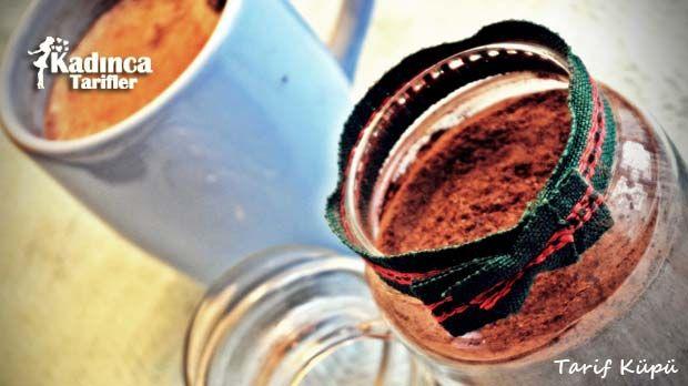 Sıcak Çikolata Tarifi nasıl yapılır? Sıcak Çikolata Tarifi'nin malzemeleri, resimli anlatımı ve yapılışı için tıklayın. Yazar: Tarifküpü