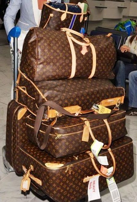 Louis Vuitton Luggage set  Traveling in style