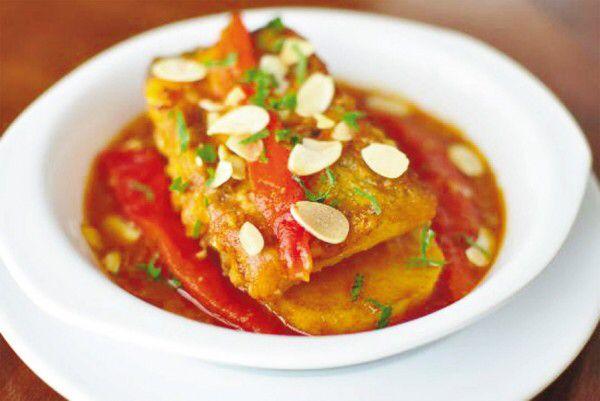 Baccalà con salsa di peperoni cruschi di Senise e mandorle http://www.cucinasemplicemente.it/baccala-peperoni/
