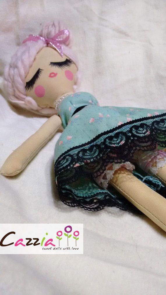 Cherry doll por Cazzia en Etsy