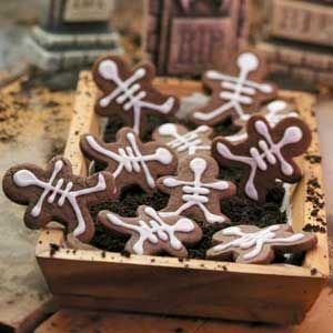Skeleton Cookies~ Great idea for your gingerbread man cookie cutter!